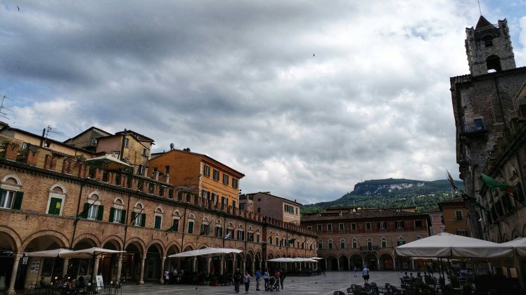 Piazza del Popolo, Ascoli